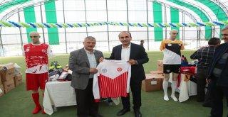 12 Spor Kulübüne 16 Branşta 10 Bin Adet Malzeme Dağıtıldı