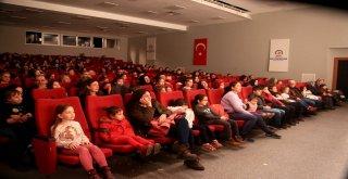 Çocuklar tiyatro ile şenlendi