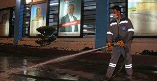 Antalya'da yollar yıkanarak dezenfekte ediliyor