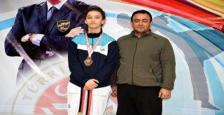 Osmangazili Taekwondocudan Bronz Madalya