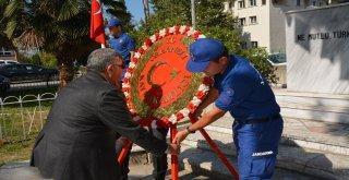 Gaziler Günü nedeniyle ilçemizde düzenlenen törende Orhaneli Kaymakamı Emir Osman Bulgurlu, Belediye Başkan Yardımcımız Kadir Mehmet Başay Atatürk Anıtı'na çelenklerini sundular.