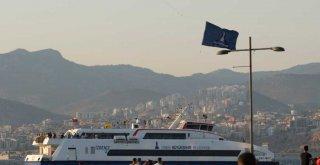 İzmir semalarında zafer kutlaması