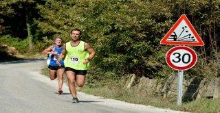 Atletler doğa ile iç içe koştu