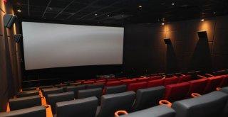 Arnavutköy'ün İlk Sinema Salonu Açıldı