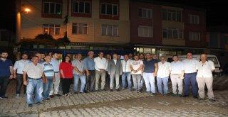 Balıkesir Büyükşehir Belediye Başkanı Zekai Kafaoğlu Bandırma ilçesi programı kapsamında Cumhuriyet Meydanı'nda düzenlenen wifi lansmanının ardından vatandaşlarla sohbet etti, meydanda langırt oynayan