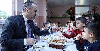 Başkan Amca'dan ballı ekmek