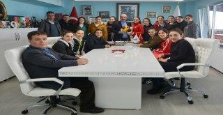 "HENTBOLUN ""SULTANLARI"" TÜRKYILMAZ'I ZİYARET ETTİ"