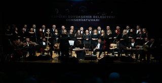 Kayseri'de Yıl Sonu Konserine Başkan Çelik de Katıldı