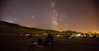 Bursalılar gökyüzü şölenini Nilüfer'de izledi