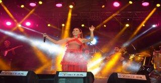 Ergene'de Zafer Bayramı Coşkusu Burcu Güneş'le Tavan Yaptı