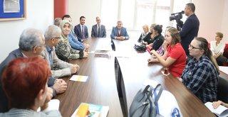 Başkan Karaosmanoğlu, ''Önce kütüphaneyi açtı, sonra kitap okudu''