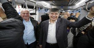Tramvayda vatandaşlarla yolculuk eden Türel müjdeyi verdi