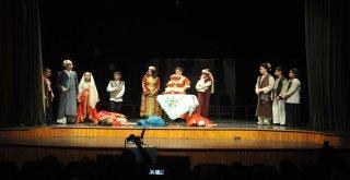 Osmangazi'de Minik Tiyatrocular Büyüledi