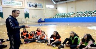 Geleceğin Hentbolcuları Osmangazi'de Yetişiyor