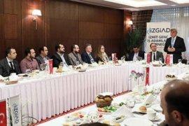 Başkan Karaosmanoğlu 'Dünyaya açılın, sizlerin yanındayız'
