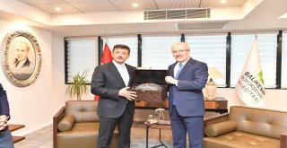 AK Parti Genel Başkan Yardımcısı, İzmir Milletvekili Hamza Dağ Balıkesir Büyükşehir Belediye Başkanı Zekai Kafaoğlu'nu ziyaret etti.