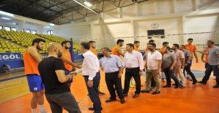 Başkan Taban'dan Voleybol Takımına Moral Ziyareti