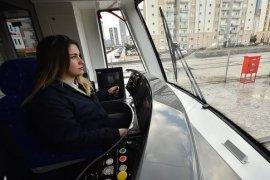 İzmir'in her yanına ' kadın eli ' dokunuyor
