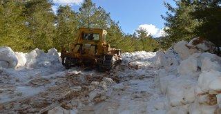 Büyükşehir'den Konyaaltı'nda kar mücadelesi