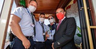 """İzmir'in 98'inci kurtuluş gününde seferlerine başladı Hoş geldin """"nostaljik tramvay"""""""