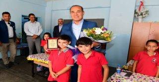 Cumhuriyet'in Teminatı Öğrencilerden Başkan Sözlü'ye 'Yılın Başkanı' Ödülü