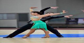 Büyükşehir Belediyesi Dansın Ustaları Adana'da Buluşturdu