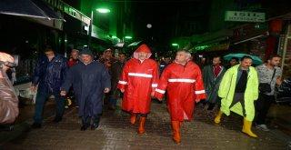 Bandırma ve Erdek ilçelerinde dün meydana gelen yoğun yağışa bağlı sel felaketi nedeniyle bir açıklama yapan Başkan Kafaoğlu, sel felaketinden zarar gören vatandaşlara ve esnafa geçmiş olsun dilekleri