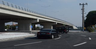 Balıkesir'de kentin en büyük köprülü kavşağı hizmete girdi.