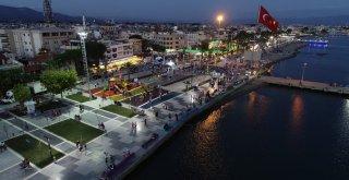 Balıkesir Büyükşehir Belediyesi tarafından yenilenen Akçay Sarıkız Meydanı dün düzenlenen törenle açıldı.
