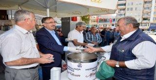 Mustafakemalpaşa'da geleneksel aşure ikramı