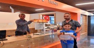 Osmangazi'den Öğrencilere Karne Hediyesi