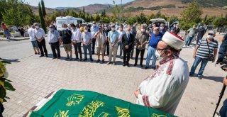 Başkan Soyer gazeteci Erbil Tuşalp'ın cenaze törenine katıldı
