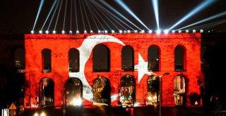 TÜRKİYE'NİN İLK ATATÜRK HOLOGRAMIYLA COŞKULU KUTLAMA