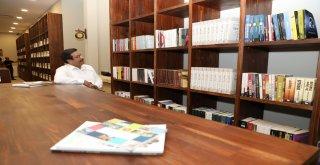 Başkan Atilla 'Kitap Kahve'de incelemelerde bulundu