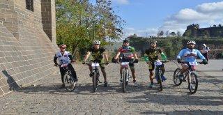 Diyarbakır'da '1. Büyükşehir Belediyesi Bisiklet Yarışması' düzenlendi
