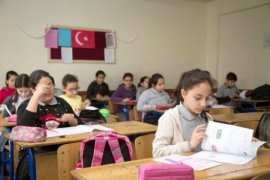 Adana'da Öğrencilere Deneme Sınavı Desteği