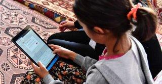 Tablet dağıtımına Kiraz'dan başlandı