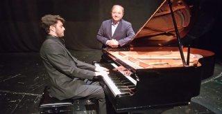 Maltepeli genç piyanist başarılarıyla göz kamaştırıyor