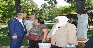 BAŞKAN TÜRKYILMAZ, TEKEL PARKI'NDAKİ VATANDAŞLARLA SOHBET ETTİ