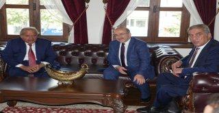 Başkan Gümrükçüğoğlu, Katarlı iş heyetini kabul etti