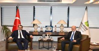 Bakan Fatih Dönmez Balıkesir Büyükşehir Belediyesini ziyaret etti.