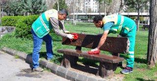 Büyükşehir Belediyesi parkları A'dan Z'ye dezenfekte ediyor