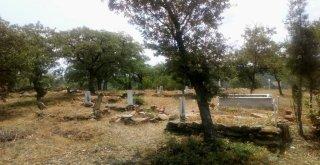 Gördes Mezarlıklarında Bayram Temizliği