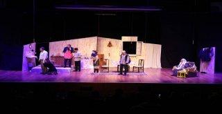 Türk Dünyası Tiyatro Günleri'nin Perdesini Kardeş Ülke Araladı