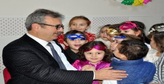 Türkyılmaz'dan miniklere yeni yıl ziyareti