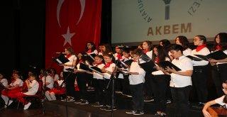 AKBEM 23 Nisan'ı yılsonu gösterisiyle kutladı