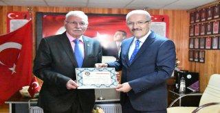 19 Eylül Gaziler Günü dolayısıyla Balıkesir Büyükşehir Belediye Başkanı Zekai Kafaoğlu gazileri mutlu günlerinde yalnız bırakmadı. Başkan Kafaoğlu Atatürk Anıtı'nda düzenlenen çelenk sunma törenine ka