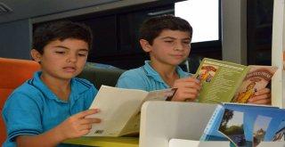 Büyükşehir?den Öğrencilere 10 Bin Adet Kitap Dağıtımı