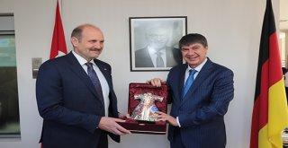 Başkan Menderes Türel ödüle doymuyor