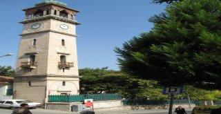 """Balıkesir'in simgesi konumunda olan ve 191 yıldan bu yana çalışan """"Koca Saat"""" adıyla bilinen Anafartalar Caddesi Kuva-yi Milliye Müzesi yanındaki saat kulesinin arızası Balıkesir Büyükşehir Belediyesi"""
